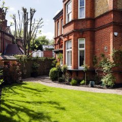 Отель Luxurious Hampstead Home with Gorgeous Garden фото 6