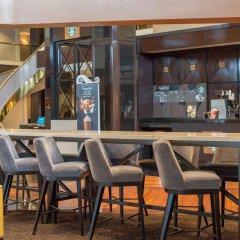 Отель Hilton Newark Airport США, Элизабет - отзывы, цены и фото номеров - забронировать отель Hilton Newark Airport онлайн гостиничный бар