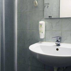 Отель Airport Hotel Abc Латвия, Рига - 13 отзывов об отеле, цены и фото номеров - забронировать отель Airport Hotel Abc онлайн ванная фото 2