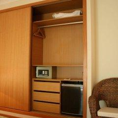 Quinta dos Poetas Nature Hotel & Apartments сейф в номере