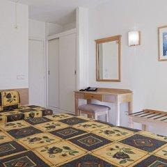 Отель Club Cala Romani удобства в номере