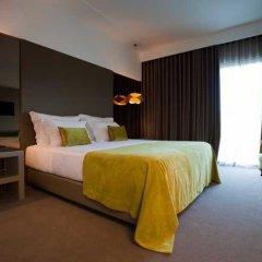 Delfim Douro Hotel сейф в номере