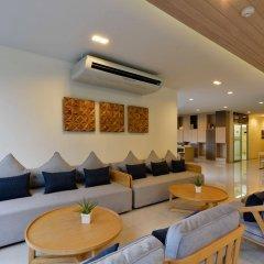 Отель The Grass Serviced Suites by At Mind комната для гостей