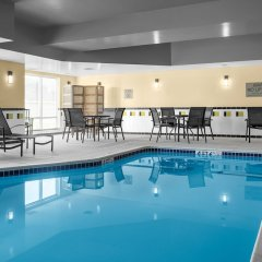 Отель Fairfield Inn And Suites By Marriott Columbus West Колумбус бассейн