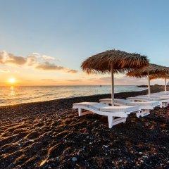 Отель Sea Side Beach Hotel Греция, Остров Санторини - отзывы, цены и фото номеров - забронировать отель Sea Side Beach Hotel онлайн пляж фото 2