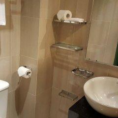Отель Yeng Keng Hotel Малайзия, Пенанг - отзывы, цены и фото номеров - забронировать отель Yeng Keng Hotel онлайн ванная