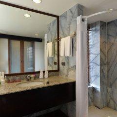 Отель Andaman White Beach Resort Таиланд, пляж Банг-Тао - 3 отзыва об отеле, цены и фото номеров - забронировать отель Andaman White Beach Resort онлайн ванная фото 2