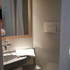 Отель Premiere Classe Lyon Est - Aéroport Saint Exupéry ванная фото 4