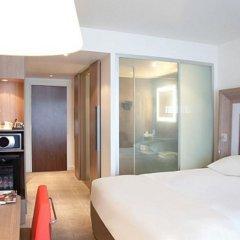 Отель Novotel London West сейф в номере
