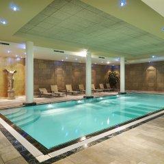 Hyllit Hotel бассейн