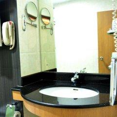 Отель Pearl Grand Hotel Шри-Ланка, Коломбо - отзывы, цены и фото номеров - забронировать отель Pearl Grand Hotel онлайн ванная фото 2