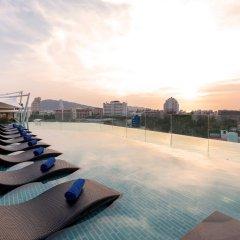 Oakwood Hotel Journeyhub Phuket бассейн