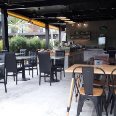 Отель Villa Gris Pranburi Таиланд, Пак-Нам-Пран - отзывы, цены и фото номеров - забронировать отель Villa Gris Pranburi онлайн гостиничный бар
