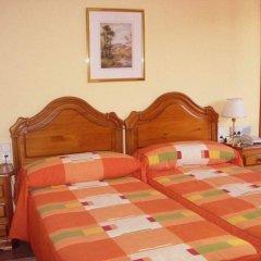 Отель Pensió La Creu комната для гостей фото 2