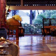 Отель Thavorn Beach Village Resort & Spa Phuket интерьер отеля