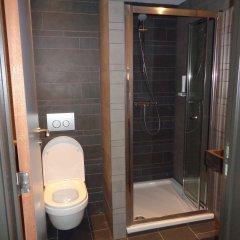 Отель Brxxl 5 City Centre Hostel Бельгия, Брюссель - 2 отзыва об отеле, цены и фото номеров - забронировать отель Brxxl 5 City Centre Hostel онлайн ванная