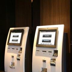 APA Hotel Higashi Shinjuku Ekimae банкомат фото 2
