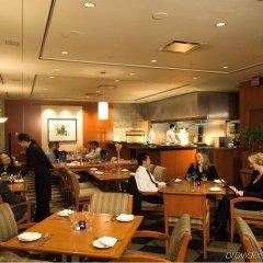 Отель Delta Hotels by Marriott Vancouver Downtown Suites Канада, Ванкувер - отзывы, цены и фото номеров - забронировать отель Delta Hotels by Marriott Vancouver Downtown Suites онлайн питание фото 2