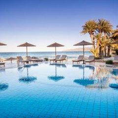 Отель Zephyros Beach бассейн