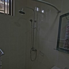 Отель X-Class Guesthouse by BWHospitality Гана, Мори - отзывы, цены и фото номеров - забронировать отель X-Class Guesthouse by BWHospitality онлайн ванная