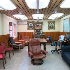 Отель Hostal Guillot Торремолинос интерьер отеля