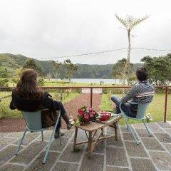 Отель Sete Cidades Lake Lodge Португалия, Понта-Делгада - отзывы, цены и фото номеров - забронировать отель Sete Cidades Lake Lodge онлайн балкон