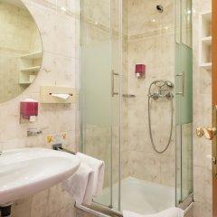 Отель Goldenes Theaterhotel Австрия, Зальцбург - отзывы, цены и фото номеров - забронировать отель Goldenes Theaterhotel онлайн ванная фото 2