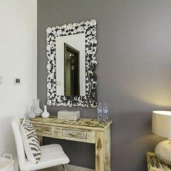 Отель Maison Privee - Loft West сейф в номере