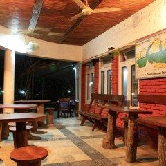 Отель Chitwan Adventure Resort Непал, Саураха - отзывы, цены и фото номеров - забронировать отель Chitwan Adventure Resort онлайн интерьер отеля фото 3