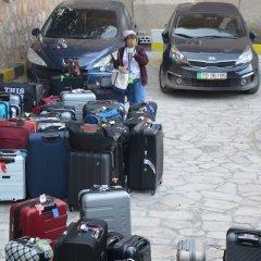 Отель Amra Palace International Иордания, Вади-Муса - отзывы, цены и фото номеров - забронировать отель Amra Palace International онлайн парковка