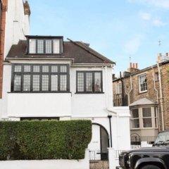 Отель 3 Bedroom House in Hampstead Village Sleeps 6 парковка
