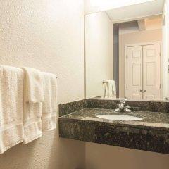 Отель Quality Inn and Suites Summit County ванная фото 2