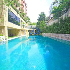 Siri Sathorn Hotel бассейн
