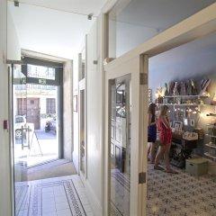 Отель YOURS GuestHouse Porto интерьер отеля