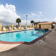 Отель Comfort Suites Galveston США, Галвестон - отзывы, цены и фото номеров - забронировать отель Comfort Suites Galveston онлайн бассейн фото 2