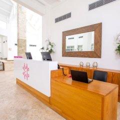 Отель Coral House by CanaBay Hotels интерьер отеля