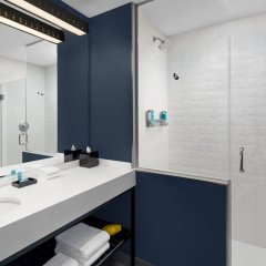Отель Aloft Delray Beach США, Делри-Бич - отзывы, цены и фото номеров - забронировать отель Aloft Delray Beach онлайн ванная фото 2