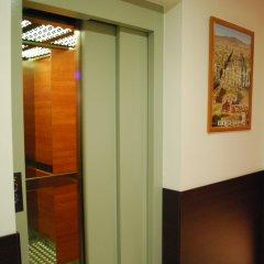 Отель Hostal Flores Барселона сейф в номере