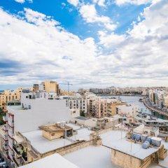 Отель Saint Julian's Penthouse Apartment Мальта, Сан Джулианс - отзывы, цены и фото номеров - забронировать отель Saint Julian's Penthouse Apartment онлайн балкон