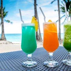 Отель Microtel by Wyndham Boracay Филиппины, остров Боракай - 1 отзыв об отеле, цены и фото номеров - забронировать отель Microtel by Wyndham Boracay онлайн бассейн фото 3