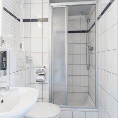 Отель a&o Köln Neumarkt Германия, Кёльн - 13 отзывов об отеле, цены и фото номеров - забронировать отель a&o Köln Neumarkt онлайн ванная
