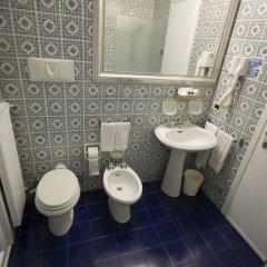 Отель Admiral Hotel Италия, Милан - 1 отзыв об отеле, цены и фото номеров - забронировать отель Admiral Hotel онлайн ванная фото 2