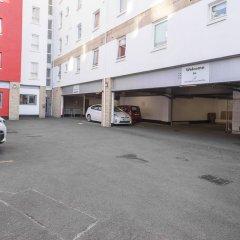 Отель Holyrood Aparthotel парковка