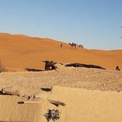 Отель Sahara Camp & Camel Trek Марокко, Мерзуга - отзывы, цены и фото номеров - забронировать отель Sahara Camp & Camel Trek онлайн пляж
