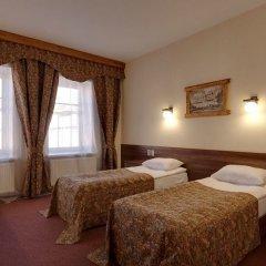 Гостиница Алеша Попович Двор комната для гостей фото 10