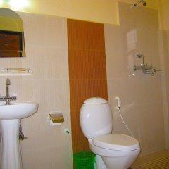 Отель Orchid Непал, Покхара - отзывы, цены и фото номеров - забронировать отель Orchid онлайн ванная