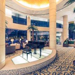 Отель Mercure Shanghai Royalton бассейн
