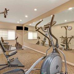 Отель Days Inn Ridgefield фитнесс-зал