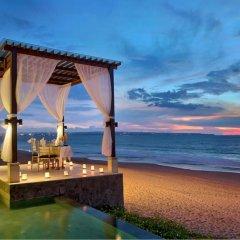 Отель The Seminyak Beach Resort & Spa пляж