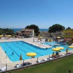 Oykum Hotel бассейн